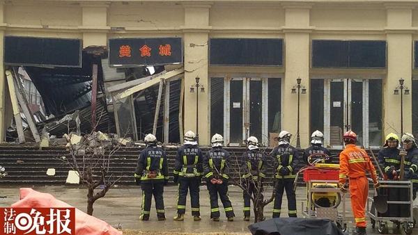 北京朝阳大悦城附近建材市场坍塌 两名工人被