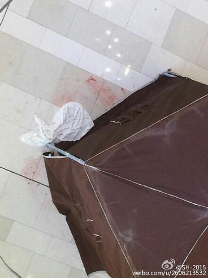 上海淮海中路环贸商场一人高坠身亡 系生重病