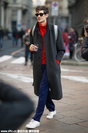 浅灰色大衣穿什么颜色的内搭呢?