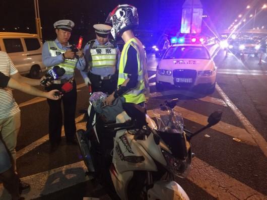 夜查高架闯禁:男子山东骑摩托至上海被注销驾照