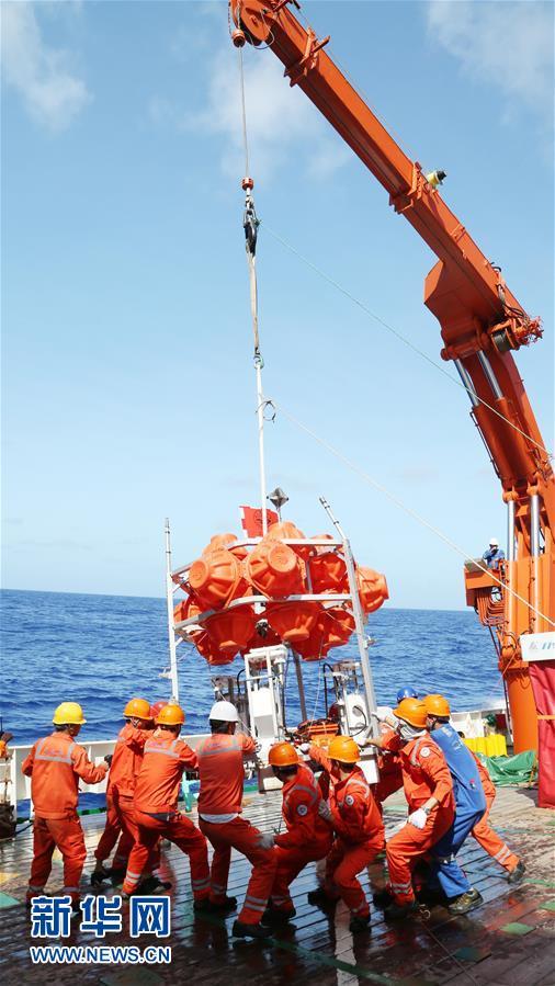 """(图文互动)(2)我国三台""""彩虹鱼""""万米级着陆器成功进行万米海试并采样"""