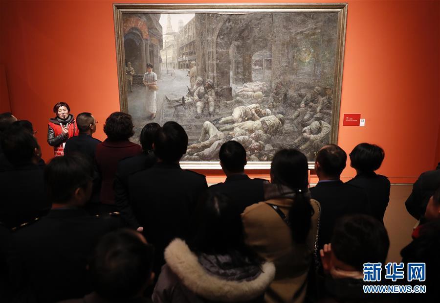 """(文化)(2)""""从石库门到天安门""""美术作品展迎来观展热潮"""