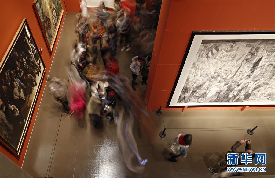 """(文化)(3)""""从石库门到天安门""""美术作品展迎来观展热潮"""