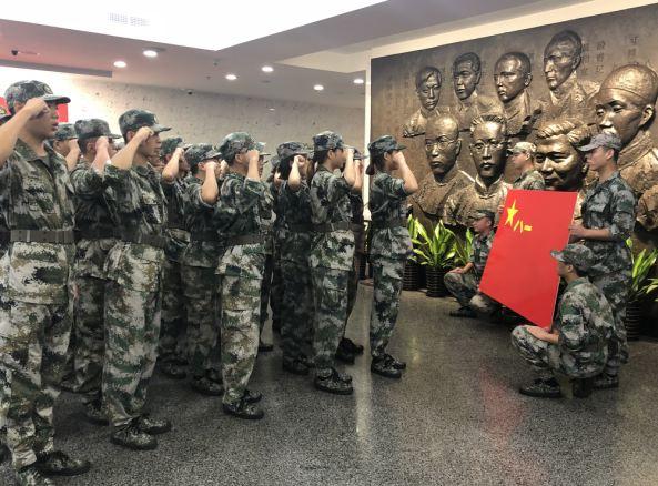 传承红色基因 上海市预定新兵参与役前教育训练