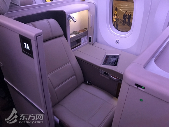 上航首架787-9梦想飞机抵沪 本月28日首航成都