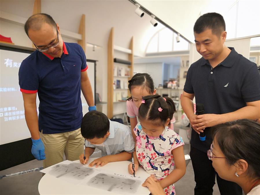 """(专发上海频道)上海:科普阅读让孩子们走近""""法庭科学"""""""