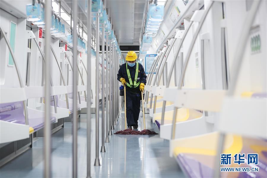 (聚焦疫情防控)(1)上海地鐵:加大消毒力度 保障乘客安全