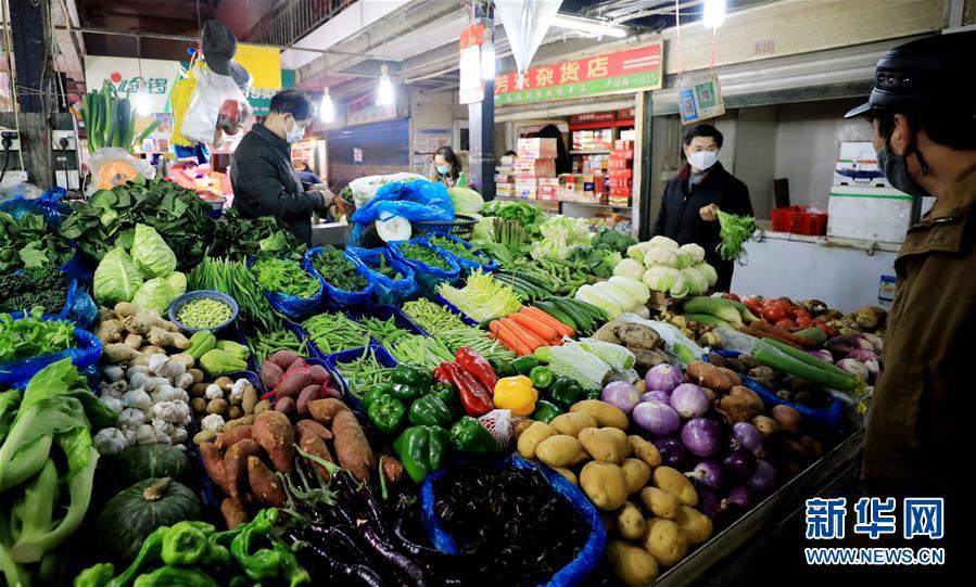 (社會)(1)上海:保證菜籃子 打贏防疫戰