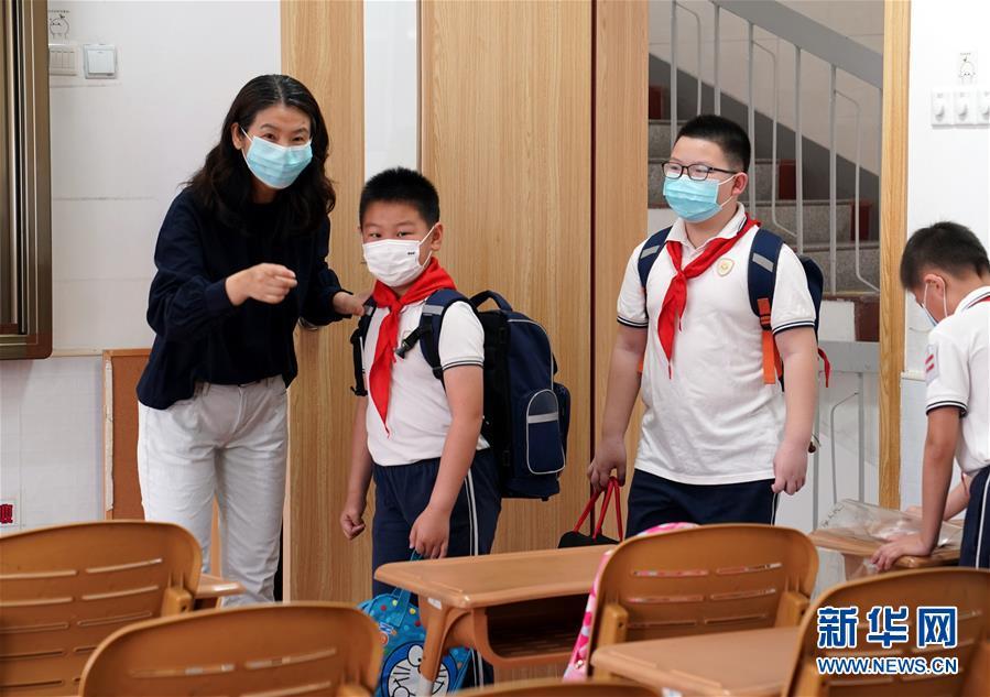 (聚焦疫情防控)(1)上海:第三批約60萬名中小學生返校開學