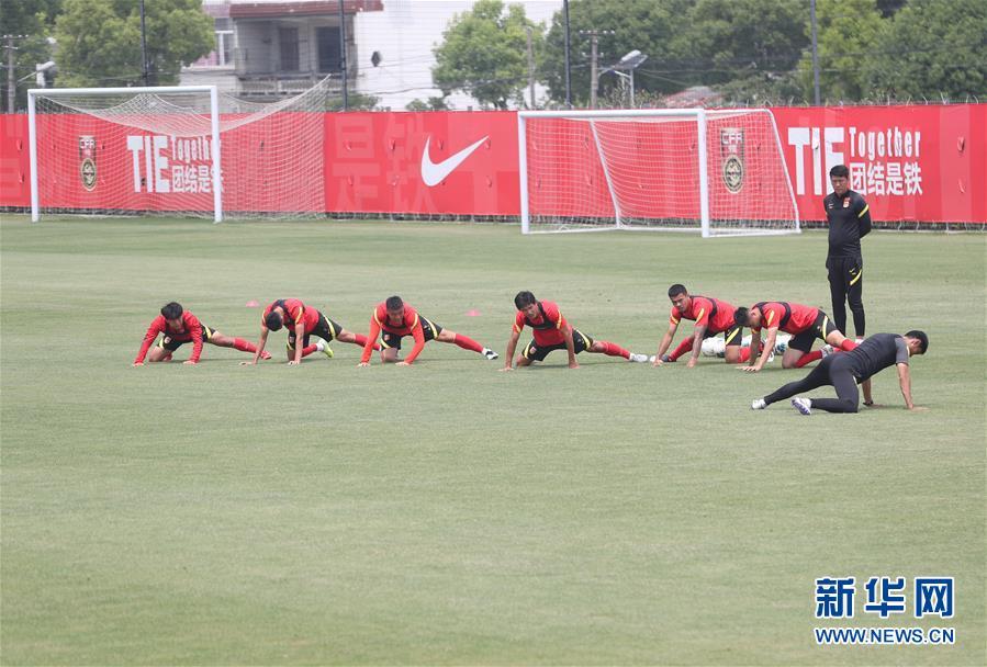 (新華視界)(1)足球——國足在上海訓練
