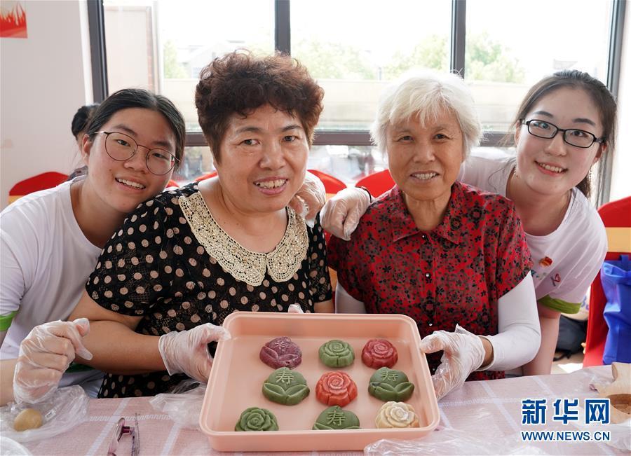 (社會)(1)上海:長青相伴  情暖七夕