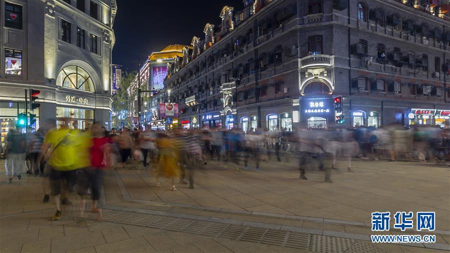 """(社會)(5)上海南京路步行街東拓段亮燈""""開街"""""""