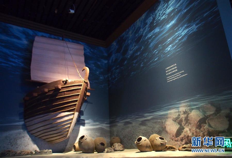 """(新華視界)(3)""""黑石號""""沉船出水珍品在上海展出"""