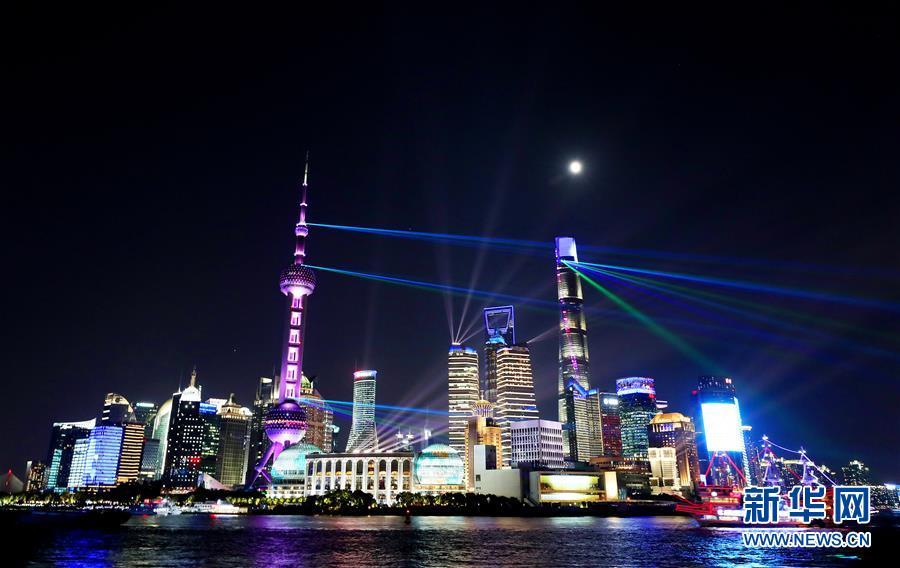 (社會)(1)上海:燈光璀璨迎佳節