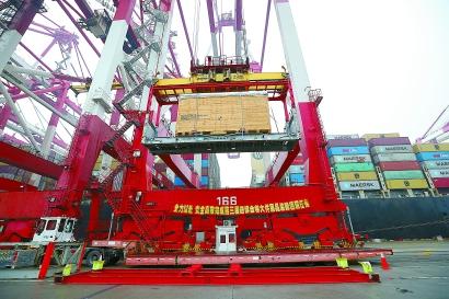 西班牙86吨龙门机床 超大展品卸船