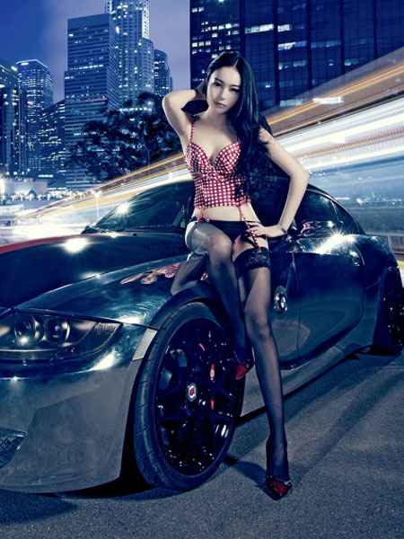 丝袜美女豪车激情演绎电镀迷情_新华网上海频