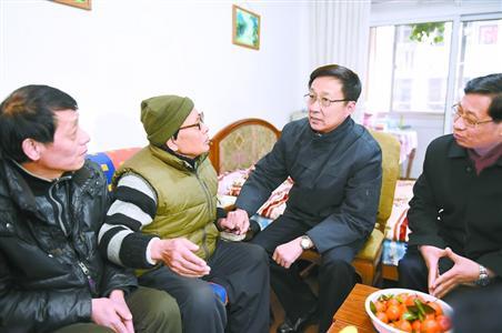 韩正:让困难群众有更多获得感更高满意度
