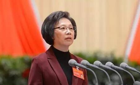 殷一璀主持上海市十四届人大常委会第三十五次会议