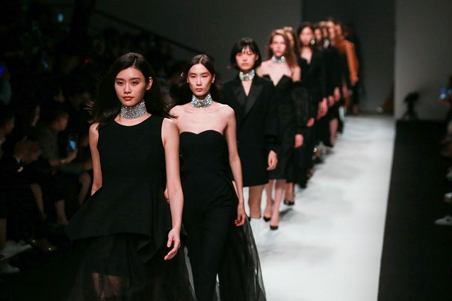 新华VR:带你直击上海时装周秀场