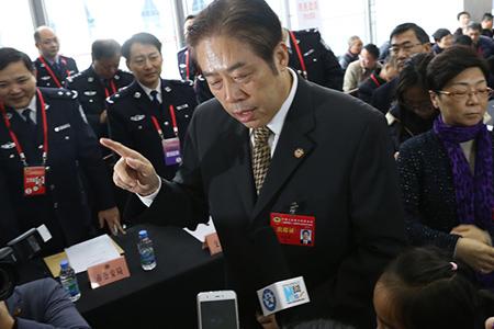 新华小记者采访上海市政协主席吴志明