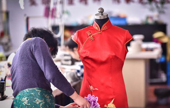 """旗袍老字号龙凤:距离""""奢侈品""""还有多远?"""