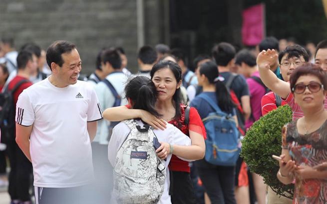 2017沪上高考首日直击:不能错过的一组图片