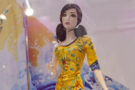 """上海举办""""芭比娃娃""""展览"""