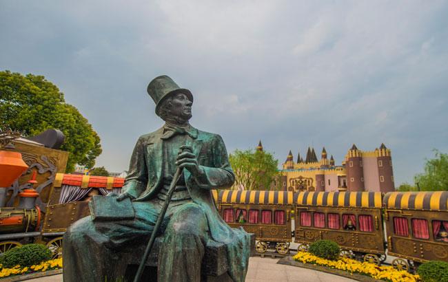 新华VR:纪念安徒生诞辰213周年在安徒生童话乐园举行