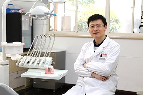 钱文昊:提升基层牙科机构诊疗能力 助力市民口腔健康发展