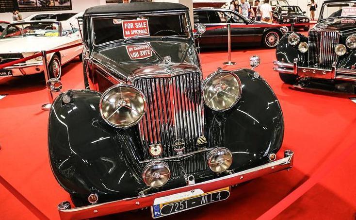 波兰举行经典老爷车展