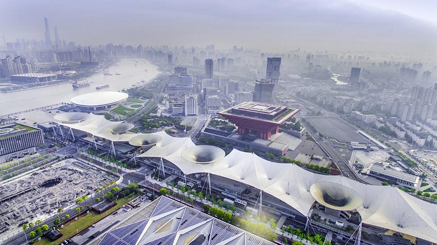 """上海作為2010年世博會的東道主,是世博會最大的參與者,也是最大的受益者。世博會對上海的影響既有""""有形遺産"""",又有""""無形力量""""。"""