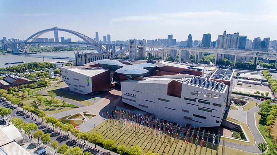 """世博會後,園區按照上海市""""十三五""""規劃,著力提升打造總部商務、文化博覽及旅遊休閒功能,也為市民留下了精彩的世博印象和豐富的場館資源。"""