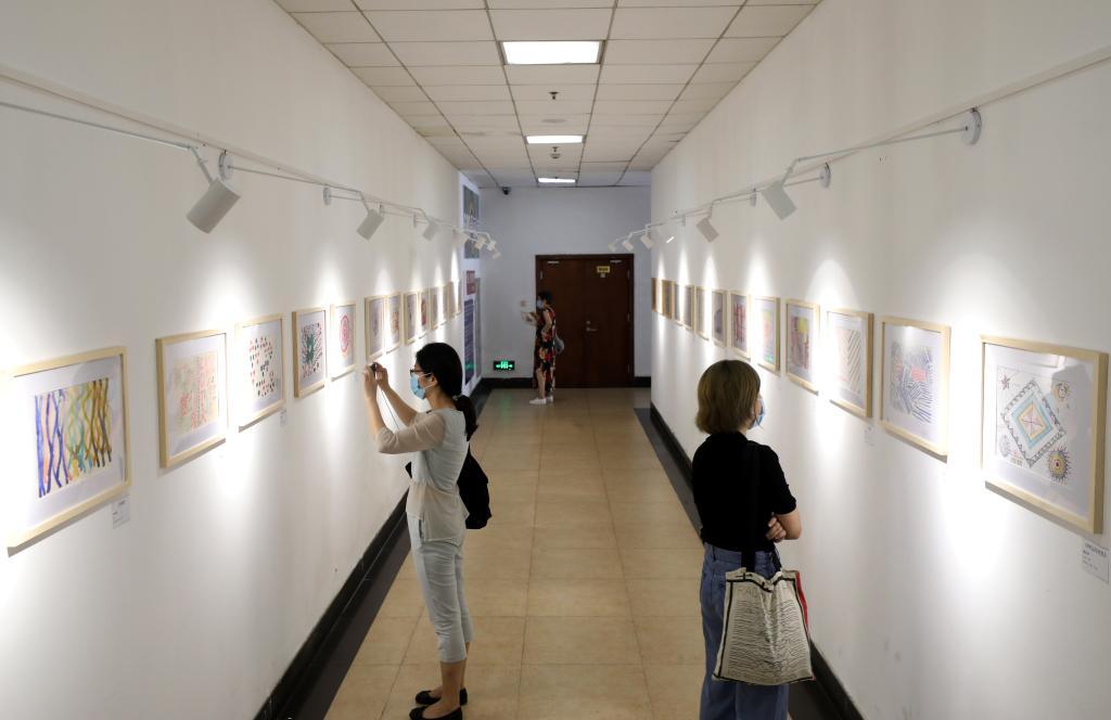"""上海600号画廊举行""""线条、颜色和故事——原生艺术展"""""""