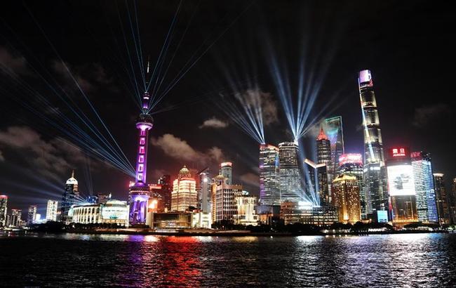 """上海外滩:""""灯光秀""""致敬教师"""