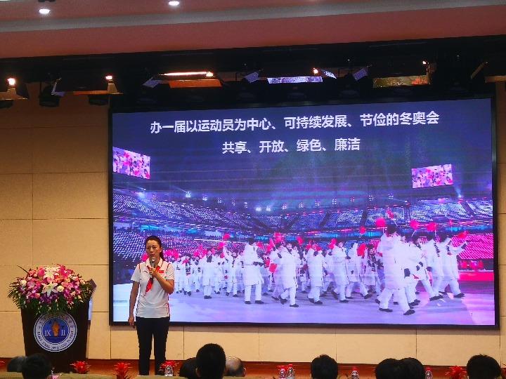 中国冬奥首金得主杨扬走进沪上校园 助力北京冬奥