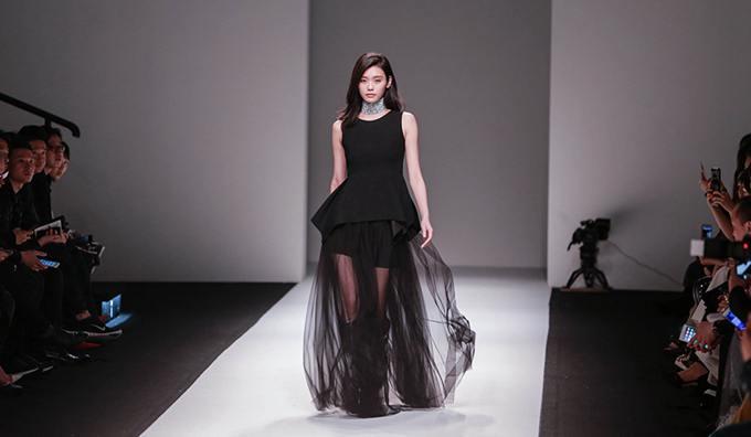 ANIRAC首秀:刘嘉玲用新古典诠释时尚