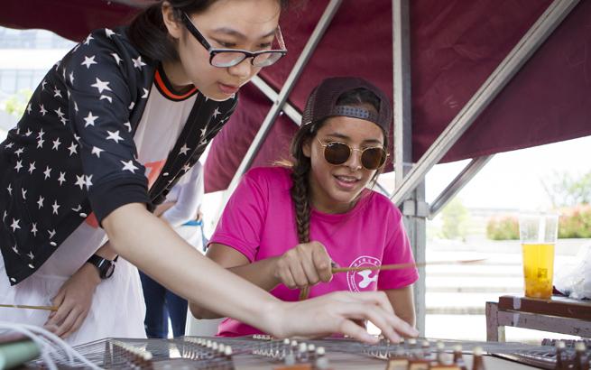 上海:多所高校留学生体验中国传统文化