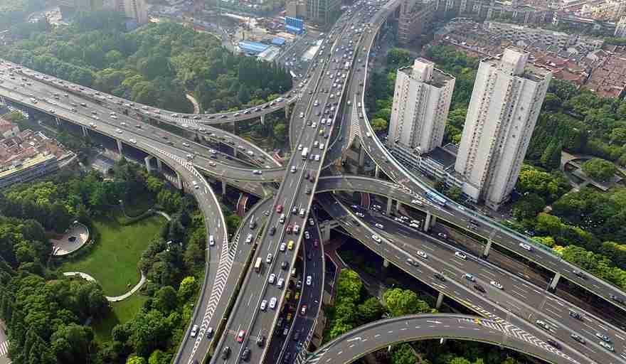 全国高考开启 航拍沪上交通动脉通行情况