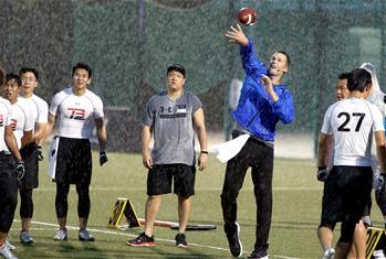橄榄球球员汤姆·布雷迪上海授艺