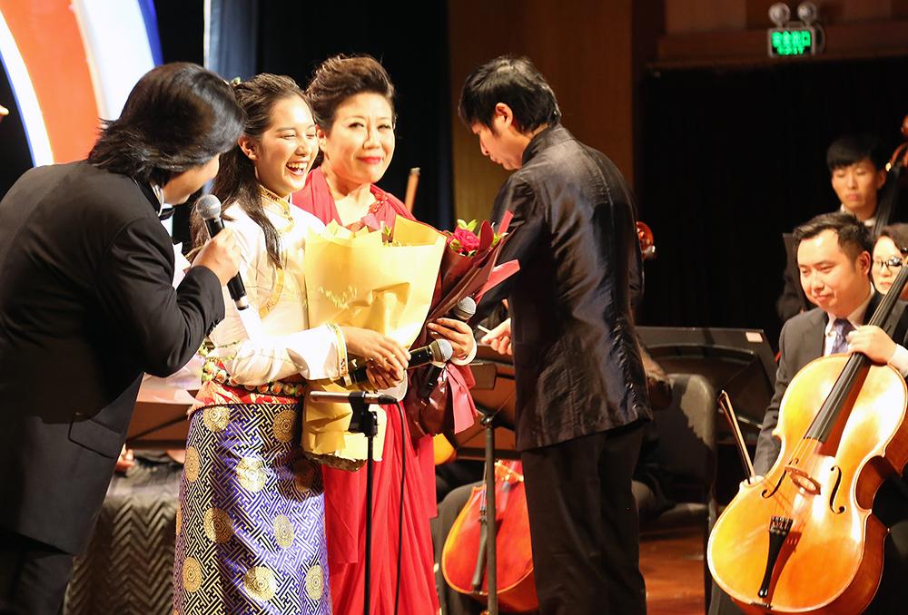 藏族学生的汇报音乐会