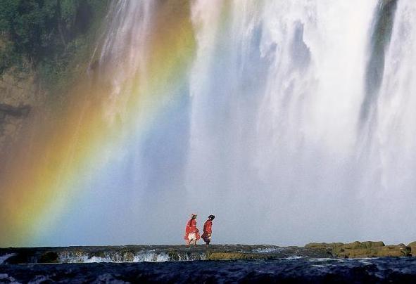 飞流直下气势磅礴 世界各地的瀑布奇景