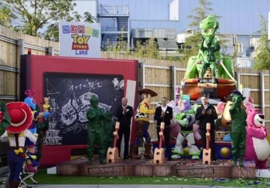 """上海迪士尼乐园""""玩具总动园""""园区将于明年开幕"""