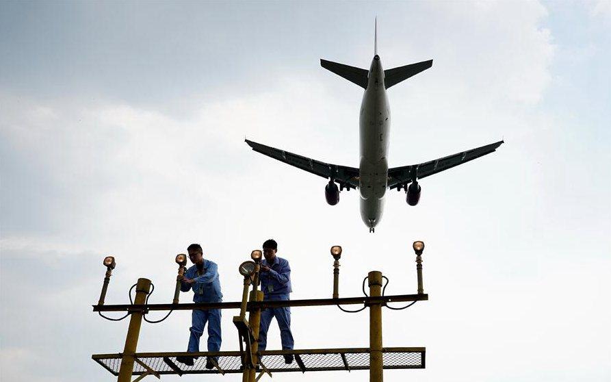上海:停机坪上战高温