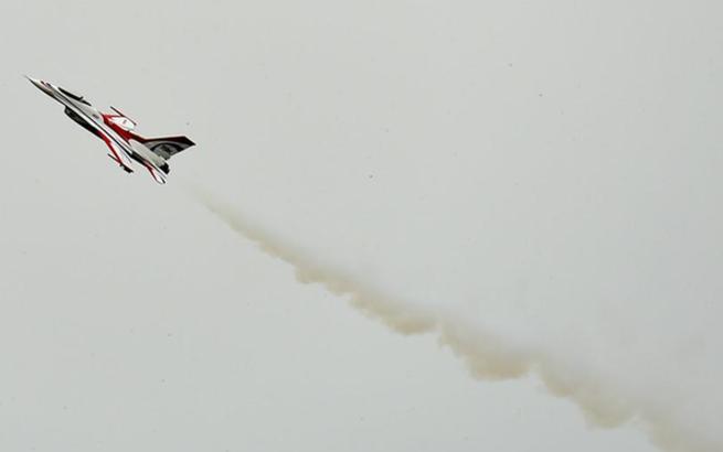 群众项目遥控涡喷特技飞行:黄振迪夺冠