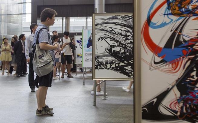 跨界合作艺术展《瞬间》在沪开幕