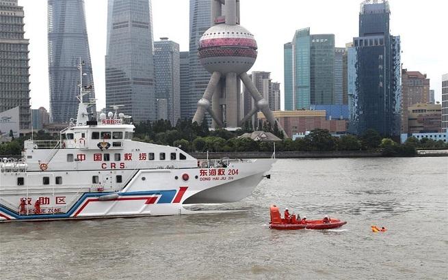 上海举行海空立体救援演练