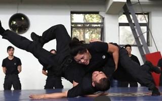"""公安特警开展高强度训练执勤 守护上海""""宁静夏天"""""""