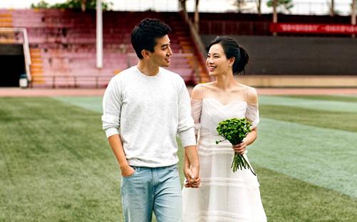 上海小囡吴敏霞婚照曝光 跳水台上与老公秀甜蜜