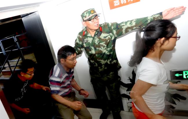 上海举行防震减灾演练