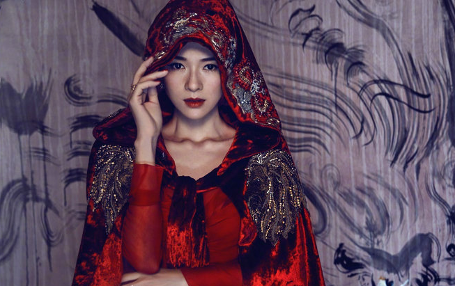 水墨巨龙 章子怡新封面诠释经典东方之美